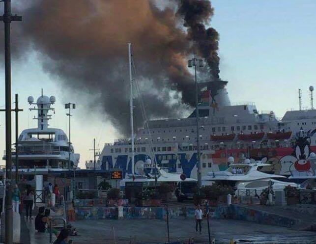 Incendio alla nave traghetto Moby Zaza nel porto di NizzaTra i marinai a bordo anche sei marittimi di Pizzo
