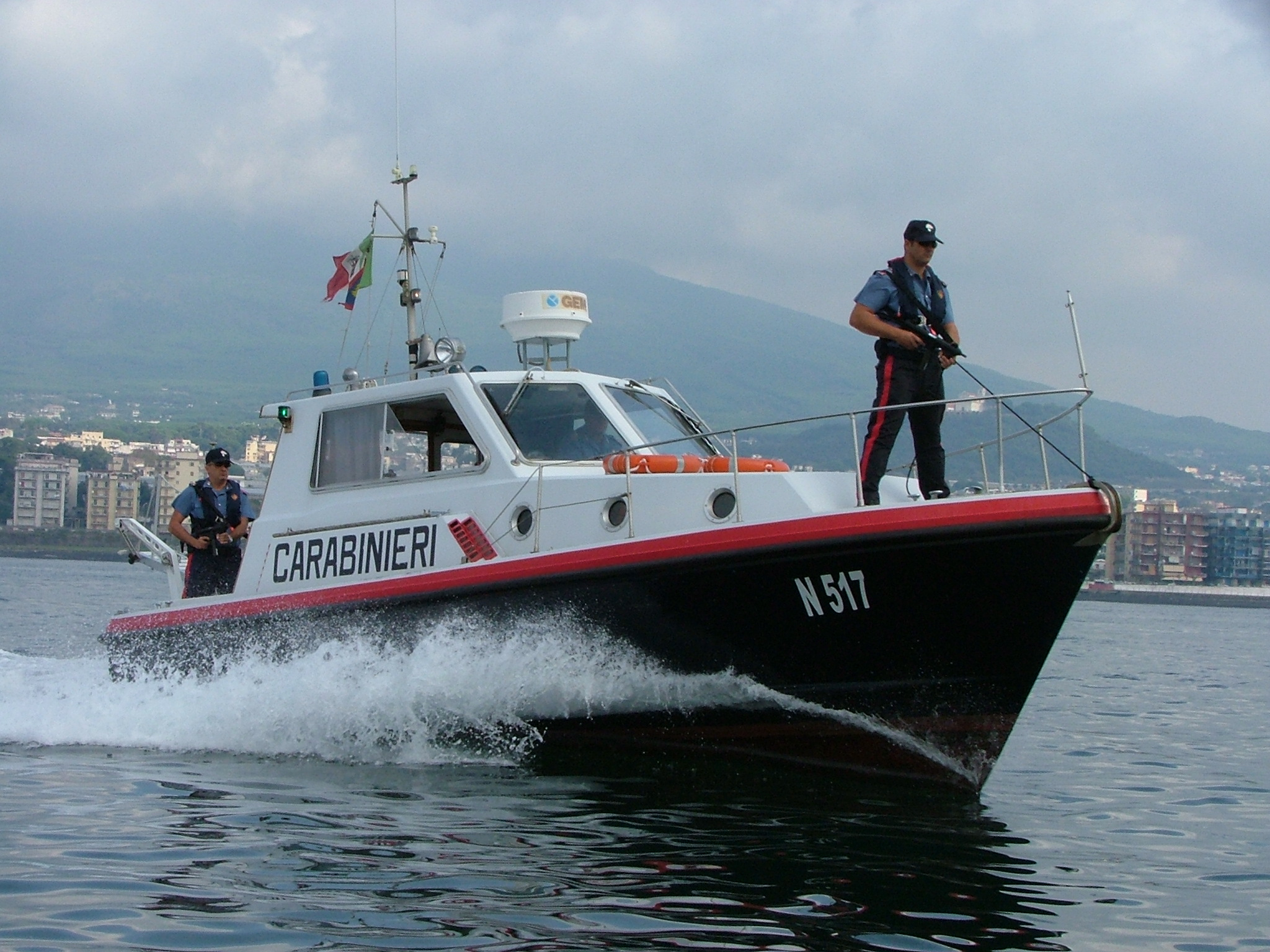 Tra i bagnanti nel Vibonese con un acquascootersenza patente e assicurazione, sequestro e multa