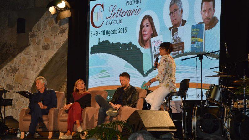 Parterre di grandi nomi per il premio Caccuri 2016Tra i presenti Sgarbi, De Bortoli e Alba Parietti