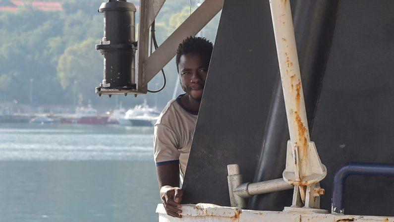 FOTO - Nuovo sbarco di migranti a Vibo MarinaGiunte oltre 400 persone tra cui molti minori
