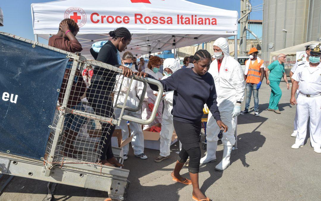 Reggio, nuovo sbarco di migranti in Calabria  Arrivate al porto oltre 100 persone tra cui 2 donne