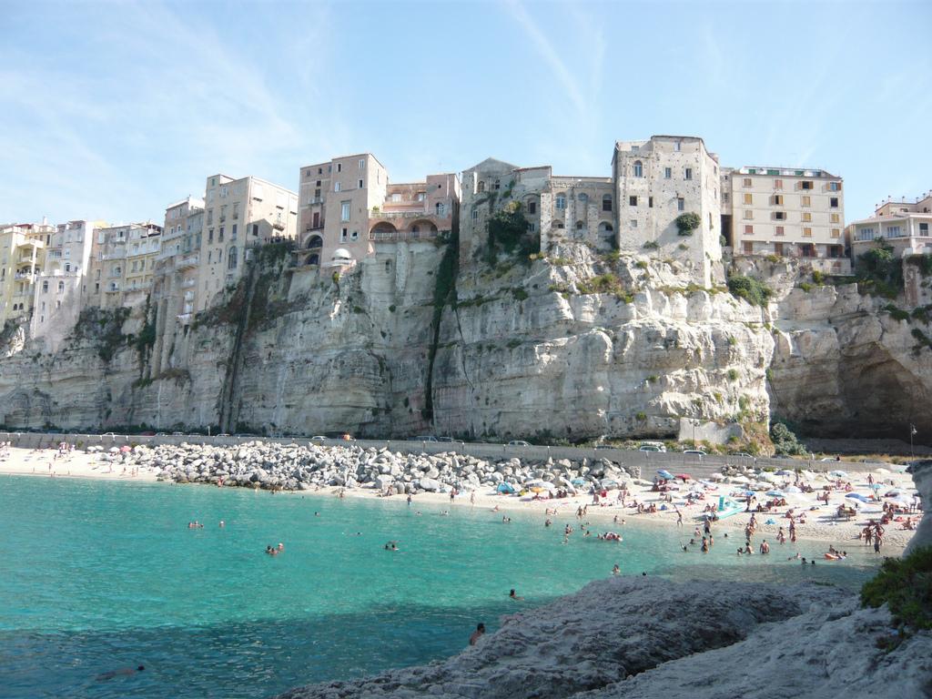 """Tropea Festival """"Leggere&Scrivere"""", sei giorni  per raccontare la Calabria e discutere di attualità"""