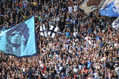 Napoli, caro biglietti: i tifosi sono infuriati