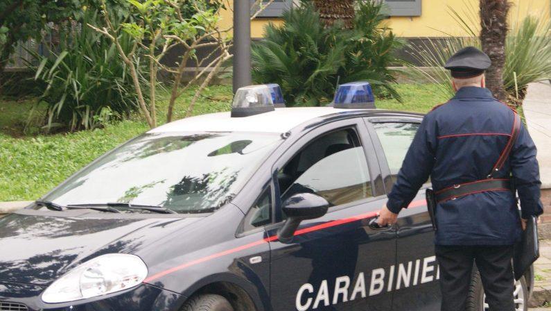 Armi nascoste scoperte nel terreno di un pensionato a Napoli