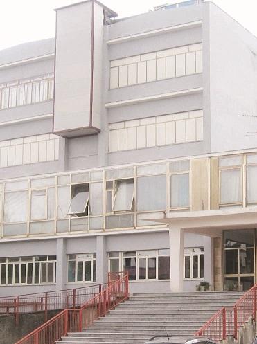 Il caso: casa della salute da abbattere, ma intanto continua ad offrire i suoi servizi