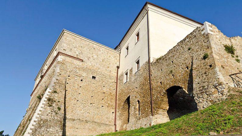 """""""Notte al Castello"""": a Montecalvo irpino cultura, storia, enologia e tradizioni"""