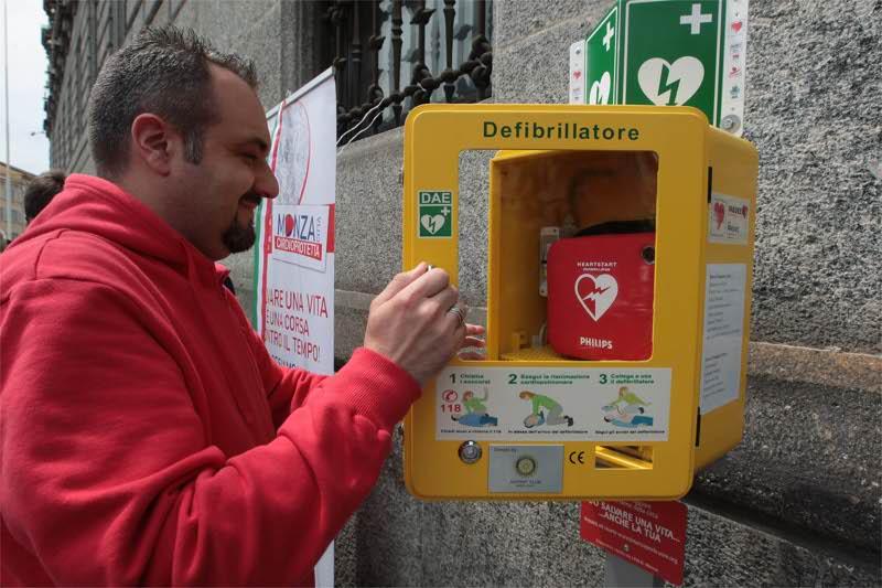 Un defibrillatore pubblico
