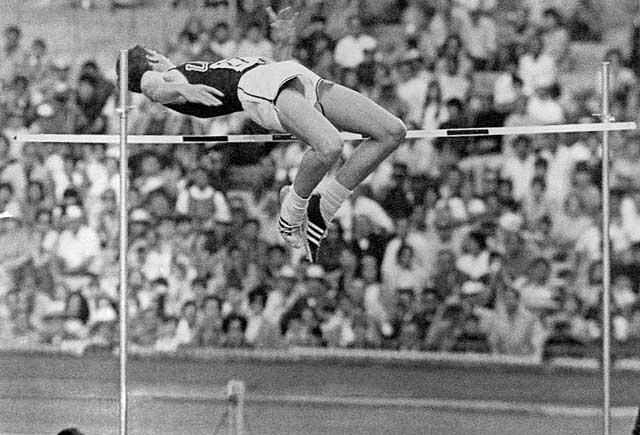 Speciale Olimpiadi, nel 1964 Tokio e nel 1968 in Messico la tecnica dorsale rivoluziona il salto in alto