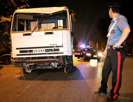 Auto contro camion: muore un 50enne nel casertano