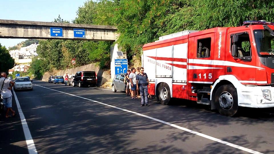 Si ribalta col trattore e resta schiacciato: muore un operaio sessantenne in provincia di Cosenza