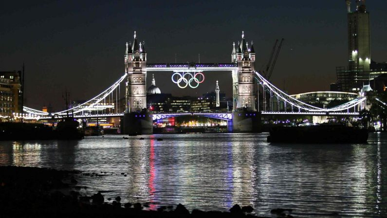 Speciale Olimpiadi, a Londra 2012 c'è la regina accompagnata da James Bond