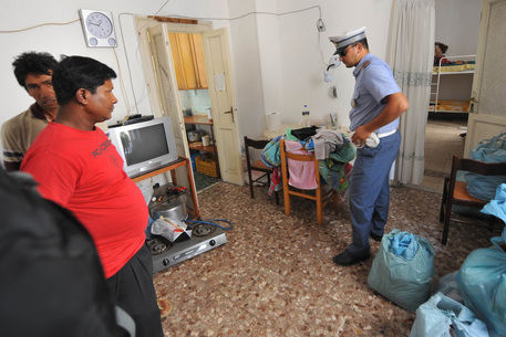 Salerno, immigrati abitavano in bene confiscato: sgomberati