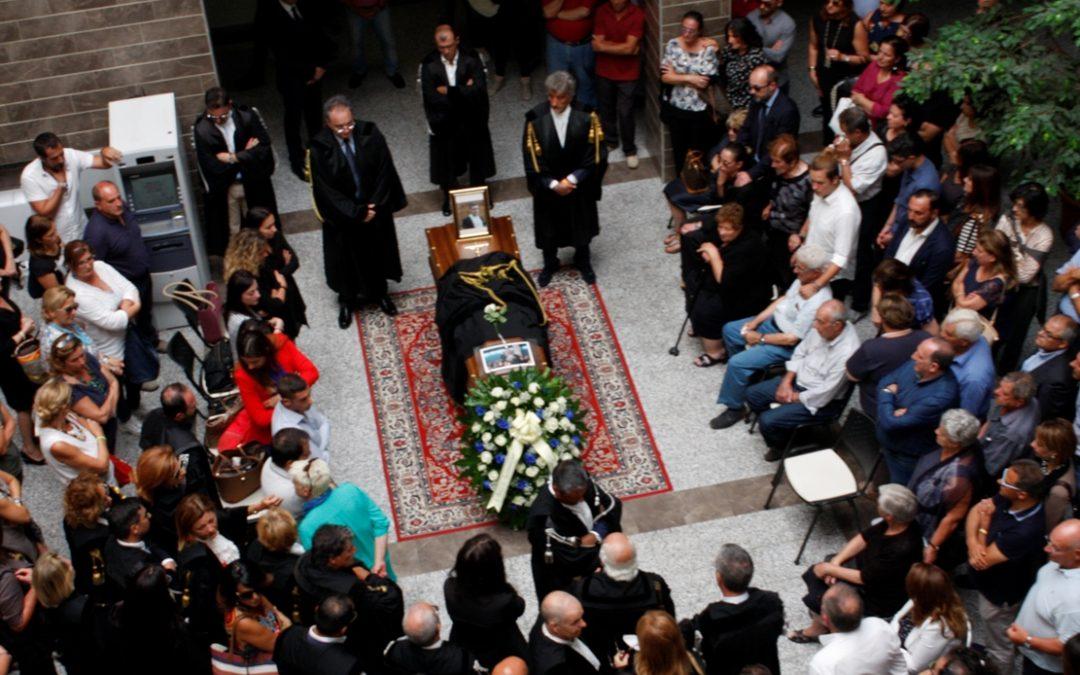 Rabbia e dolore ai funerali dell'avvocato ucciso  A Lamezia i colleghi criticano l'assenza dello Stato