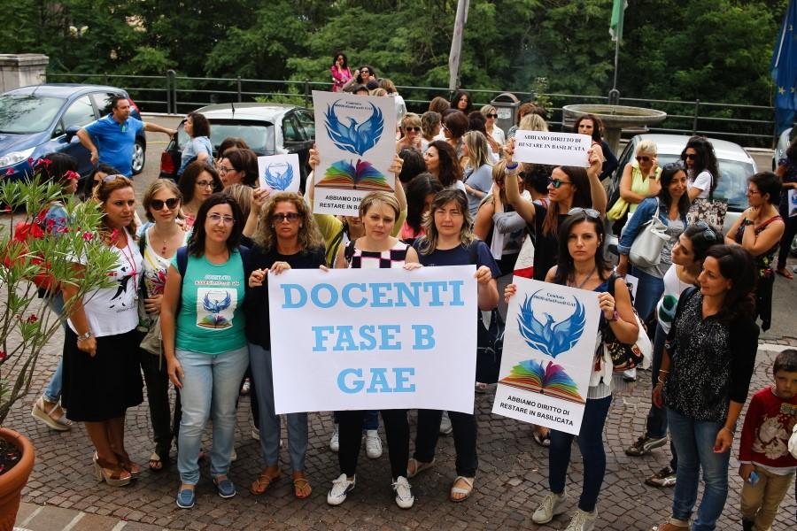 Potenza una delle tre città meridionali dove i docenti protestano contro l'«esodo vergognoso»