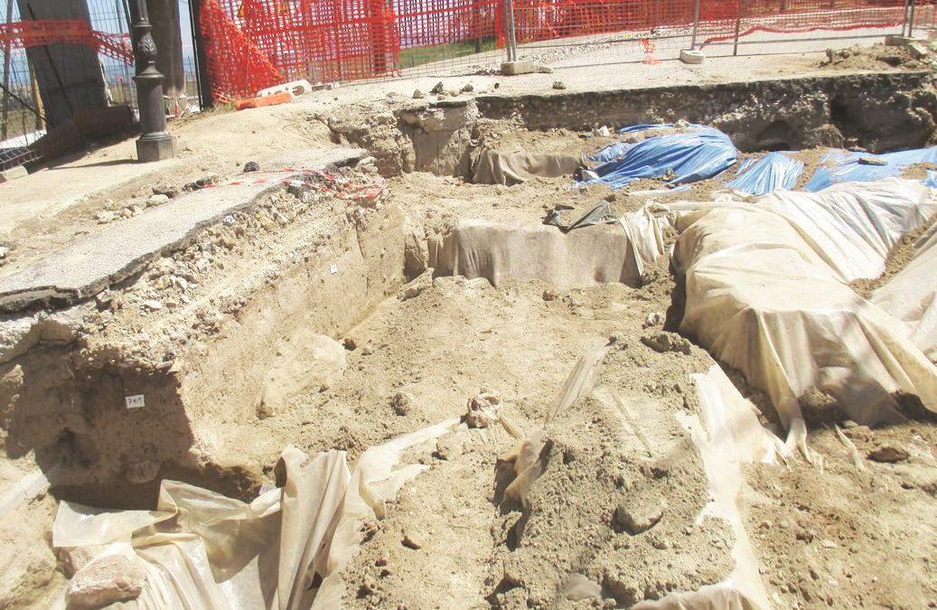 Nuovi reperti negli scavi di Vibo per la condotta  Ma la scelta è sempre la stessa: tutto risotterrato