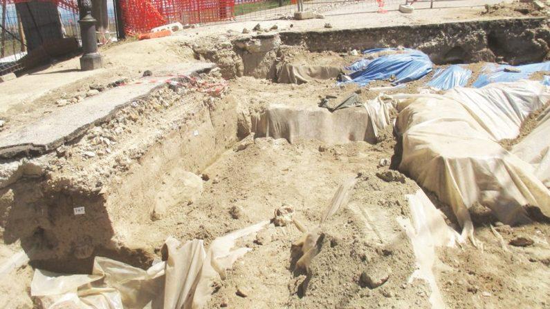 Nuovi reperti negli scavi di Vibo per la condottaMa la scelta è sempre la stessa: tutto risotterrato