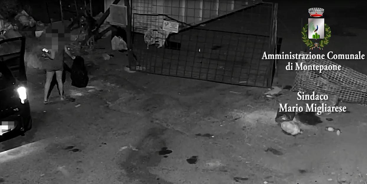 Ripresi della telecamere mentre abbandonano rifiuti, la tolleranza zero del sindaco di Montepaone