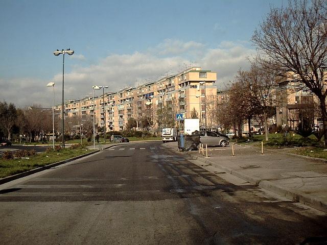 Torna la camorra a Scampia: sparatoria in strada e ritrovati bossoli calibro 9: due feriti