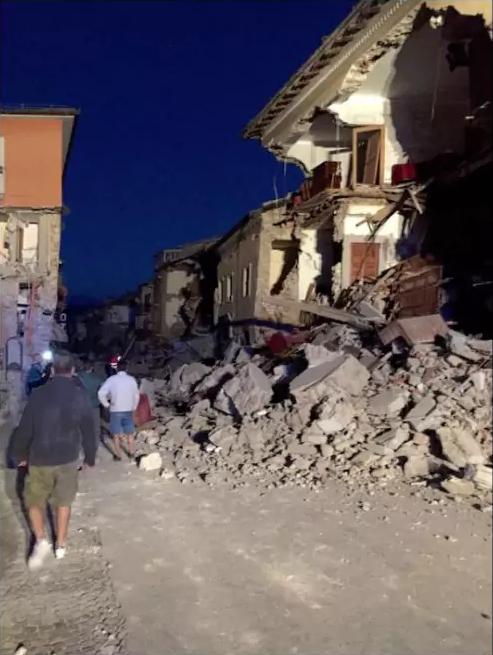 Spaghettate per il terremoto? La Protezione civile accusa: «Iniziative opportunistiche, meglio gli sms»