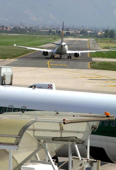 Giovane investito da auto sulla pista dell'aeroporto di Capodichino