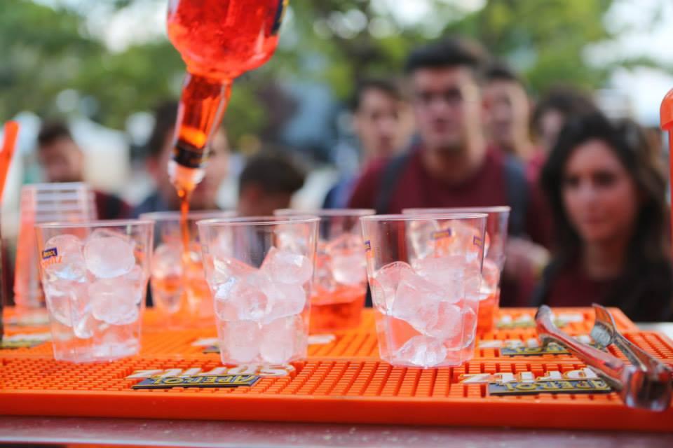 L'arancio di Aperol Spritz colora Soverato  arriva la freschezza del tour con happy hour
