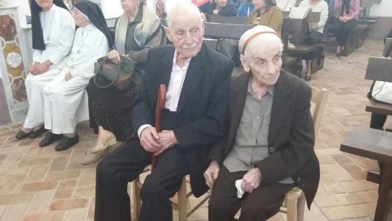 FOTO - A Saracena la festa per la coppia centeneriaLe immagini di marito e moglie giunti al secolo di vita