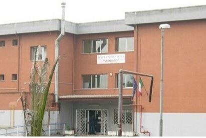 Salta il finanziamento per ristrutturare la scuolaA Casabona istituto chiuso per 200 studenti
