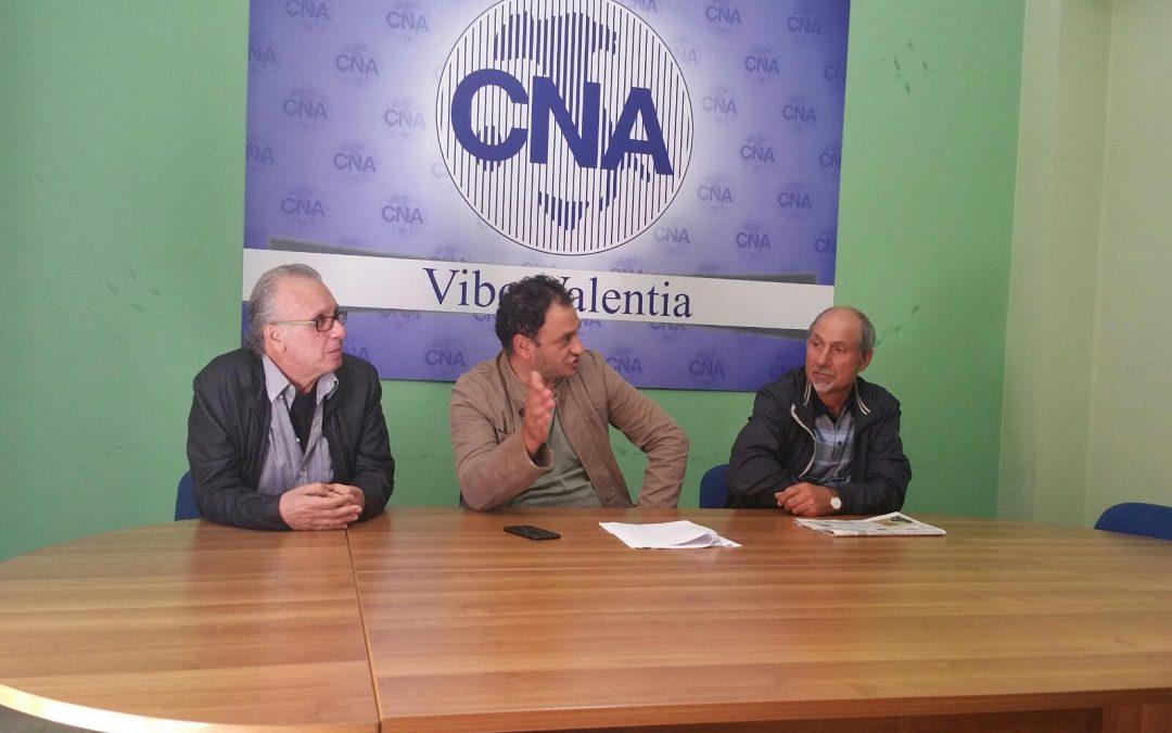 Giovanni Cugliari e i dirigenti della Cna durante la conferenza stampa sull'accaduto