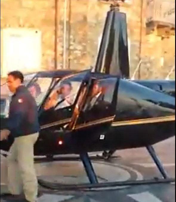 L'arrivo dell'elicottero nella piazza di Nicotera