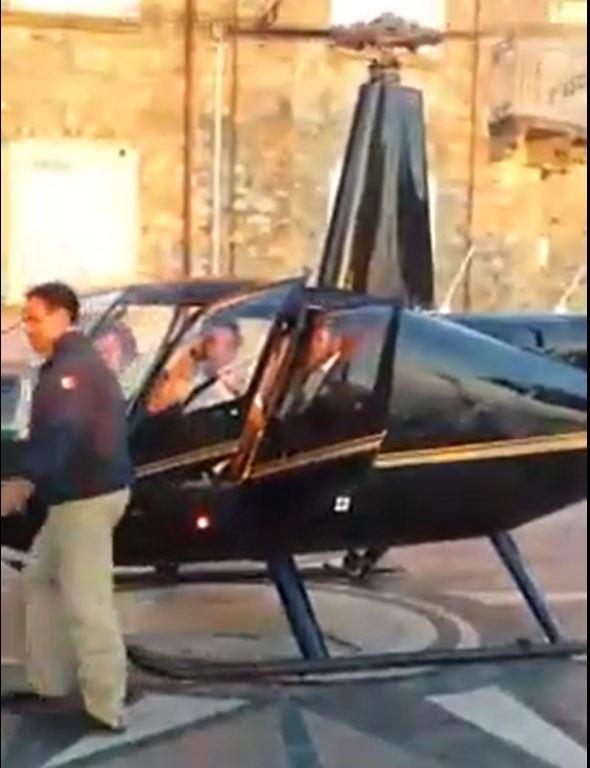 Lo straordinario matrimonio di Nicotera: gli sposi  arrivano davanti la chiesa atterrando in elicottero