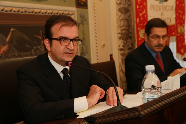 Le false missioni pagate dal Comune di CosenzaIndagato il sindaco Mario Occhiuto:«Paradossale»