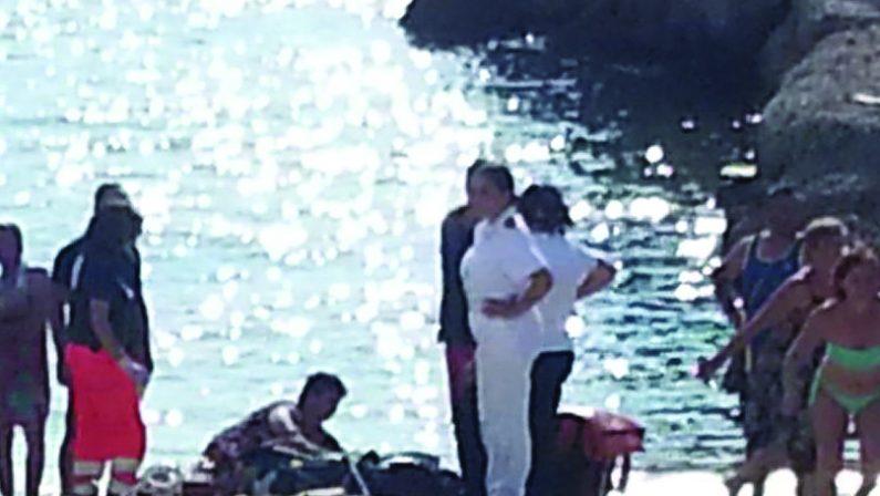 Tragedia a Pizzo, l'ultimo bagno di stagione è fataleUn malore causa la morte in mare di un uomo