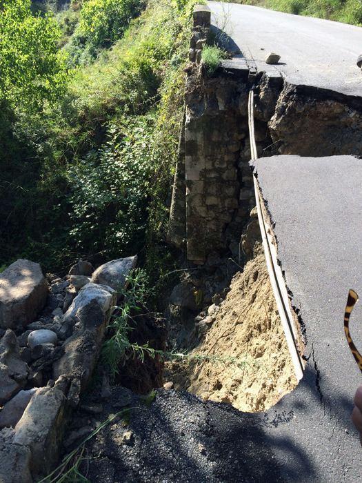 Crolla un ponte in provincia di Crotone, isolato il comune di Petilia Policastro