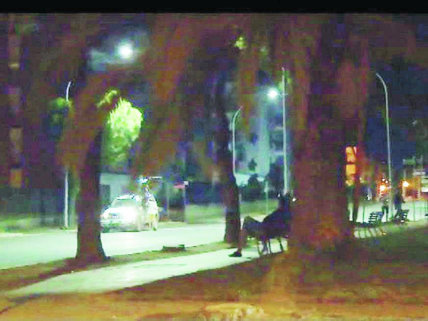 Spari a Policoro, bruciata l'auto dell'attentato: il bersaglio dei killer era sul marciapiede