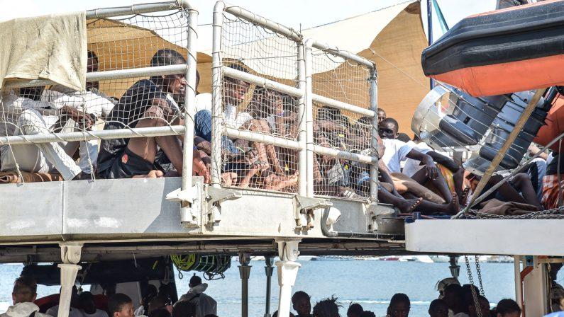 FOTO - Le immagini dell'ennesimo sbarco di migranti nel vibonese