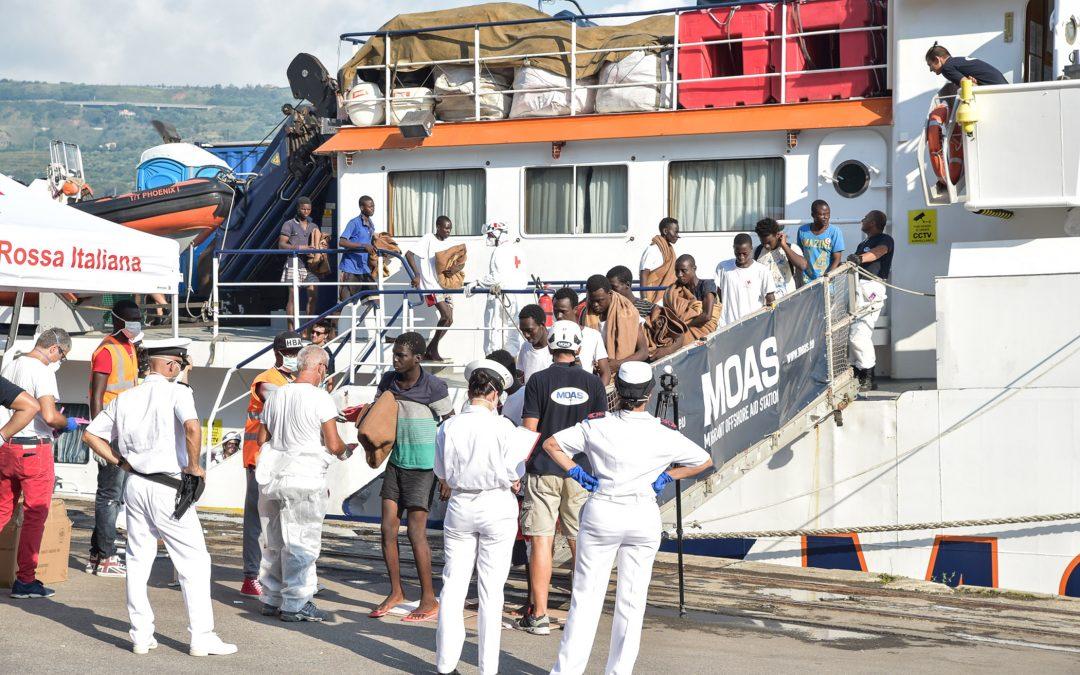 Nuovo sbarco in Calabria: a Corigliano arrivati 256 migranti soccorsi a bordo di un gommone
