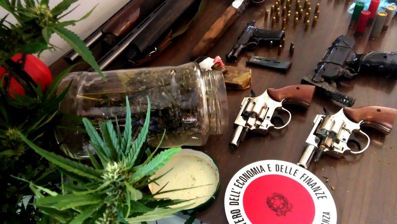 Un arsenale scoperto in un casolare nel CosentinoTutte le armi erano pronte all'uso, avviate indagini