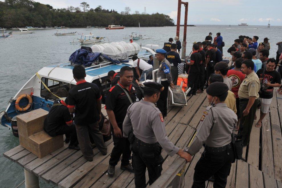 Esplosione in un traghetto carico di turisti a BaliFerita coppia di sposi calabresi in viaggio di nozze