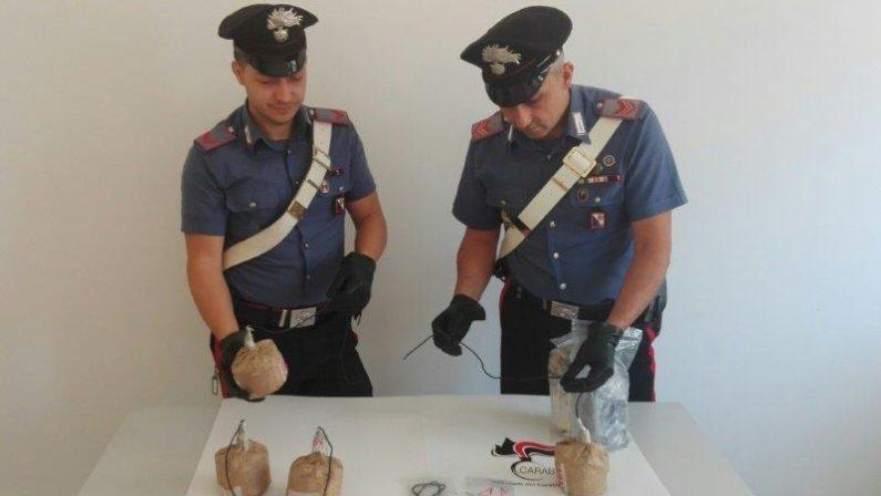 FOTO - In auto a Lamezia con cinque bombeArrestati due giovani, indagini sulla criminalità