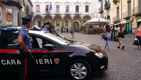 Alcool a minorenni, tre persone denunciate a Napoli