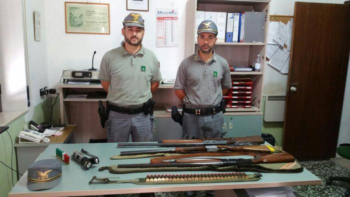 Cinghiali abbattuti e nascosti in un fuoristrada, tre cacciatori denunciati dal Corpo Forestale