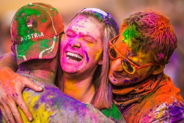 Arriva in Irpinia la coloratissima carovana dell'Holi Music Festival