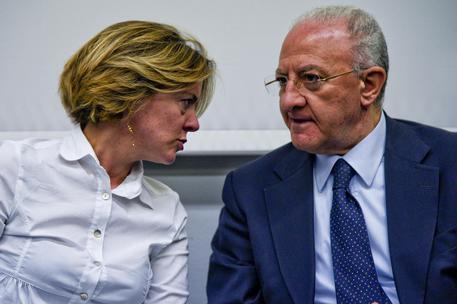 Il MinistroLorenzin a Napoli, blitz nei centri sociali: stop al biocidio. Ed è scontro sui vaccini