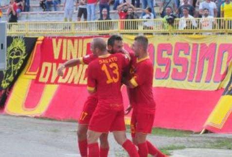 Calcio, Lega Pro: prima vittoria del Catanzaro, emozionante pareggio per la Reggina. Ko Cosenza e Vibonese