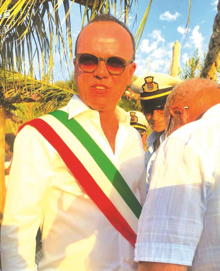 FOTO – Il matrimonio in spiaggia nel Vibonese  celebrato da…Gigi D'Alessio: l'evento a Ricadi