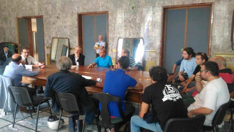 Niente barriere allo stadio Marulla, il sindaco di Cosenza Occhiuto ne discute con la tifoseria