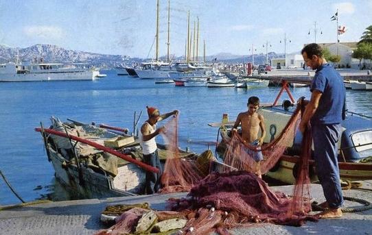 Stop al pesce fresco in tavola: parte il fermo pescaTrenta giorni di blocco su Ionio e Tirreno