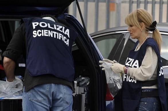 Tenta di uccidere il padre e la madre nella notte  Dramma sfiorato a Cosenza, indagini sul movente