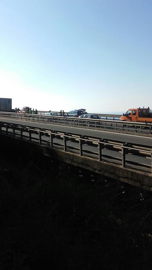 Resta viva dopo un volo di oltre 60 metri da un viadotto della Salerno-Reggio Calabria: muore in ospedale