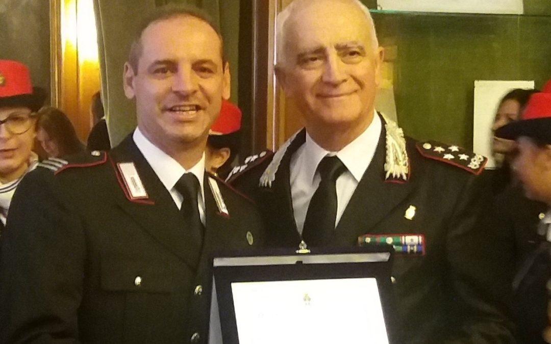 La consegna del riconoscimento al maresciallo capo Orazio Capalbo